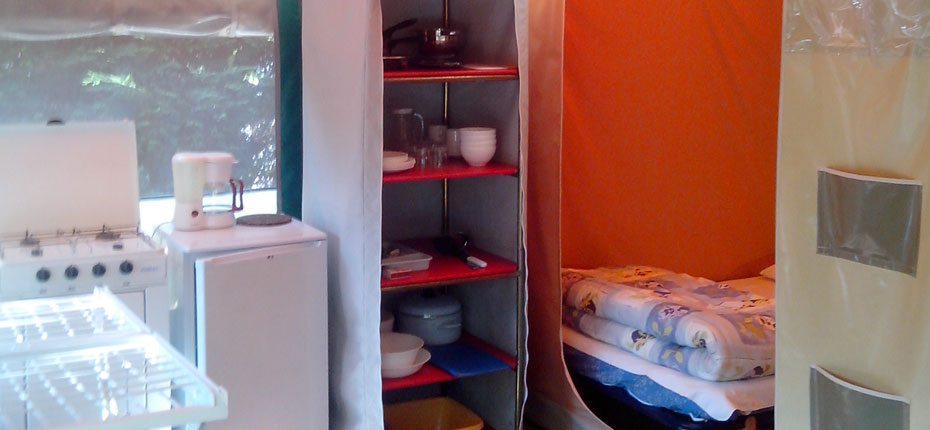 camping-gironde-avec-location-bungalow-toile-sejour