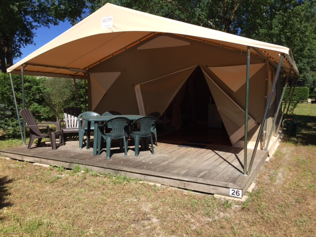 lodge-canada-la-chesnays-camping-charme-location