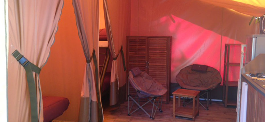location-tente-lodge-gironde-2-chambres-sejour