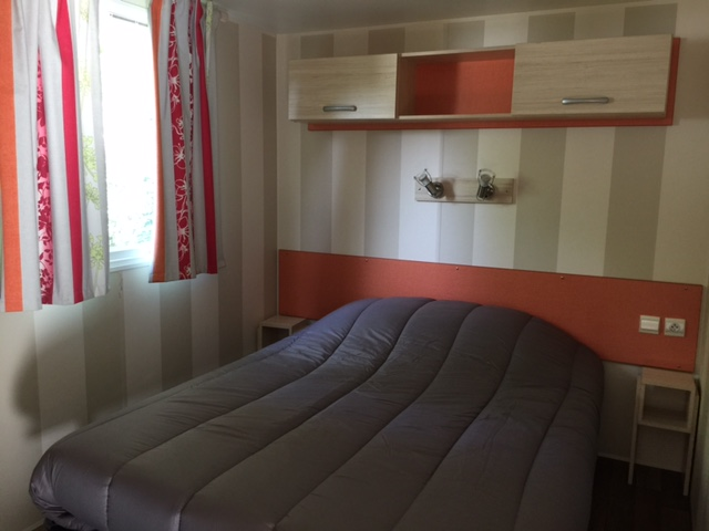 Mobil-home-Loggia-chambre-parents-camping-La-Chesnays-Montalivet-gironde