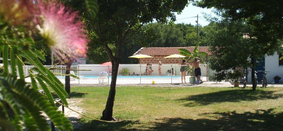 camping-4-etoiles-gironde-piscine