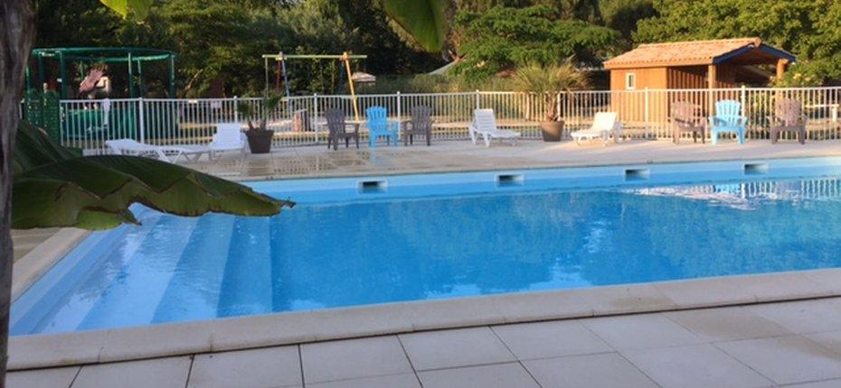 camping 4 toiles avec piscine de plein air en gironde