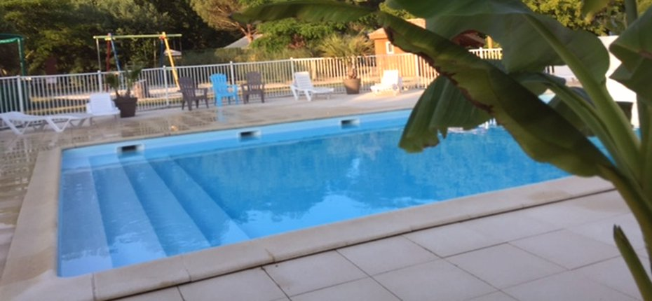 Camping 4 toiles avec piscine de plein air en gironde for Camping a paris avec piscine